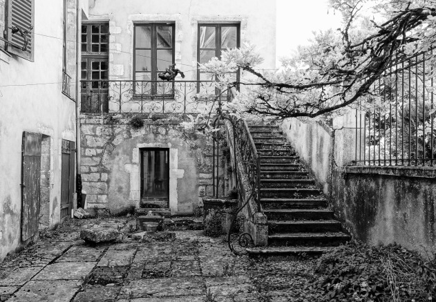old-house-1633293_1920.jpg